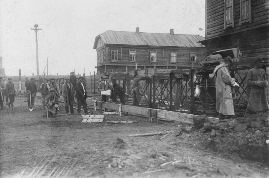 Строительство жилых домов на Нижней Колонии. Коксохимзавод г.Щегловск, 1924 г.
