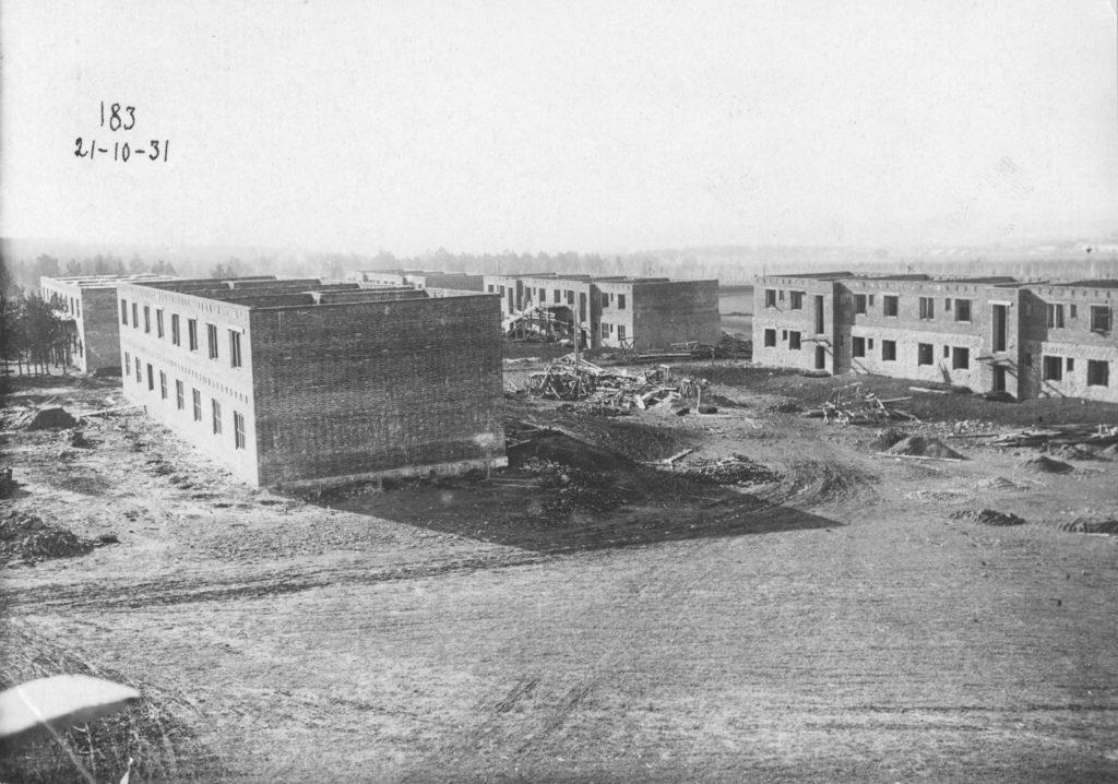 Строительство каменных домов соцгорода по проекту архитектора Эрнста Мая, 1931 г.