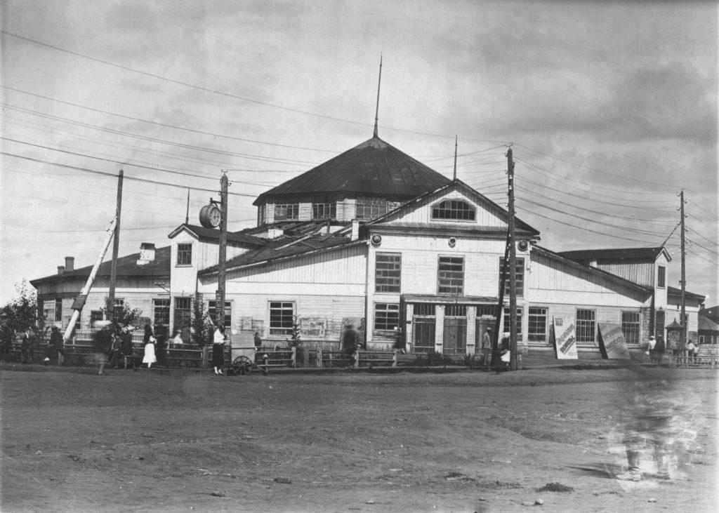 Здание цирка. Открыт в 1934 г.