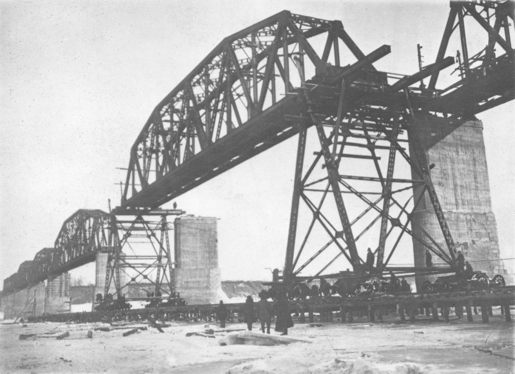 Наводка фермы железнодорожного моста через р.Томь. Кемерово, 1933 г.
