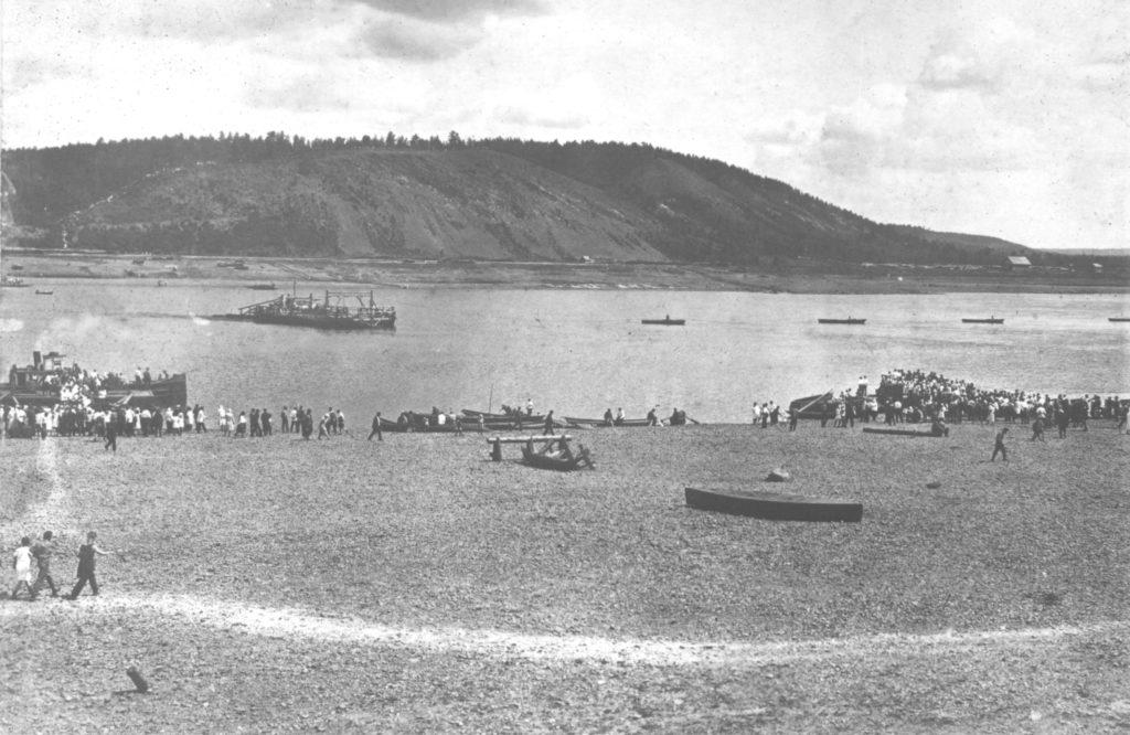 Паромная переправа через р.Томь до постройки наплавного моста. Кемерово, 1934 г.
