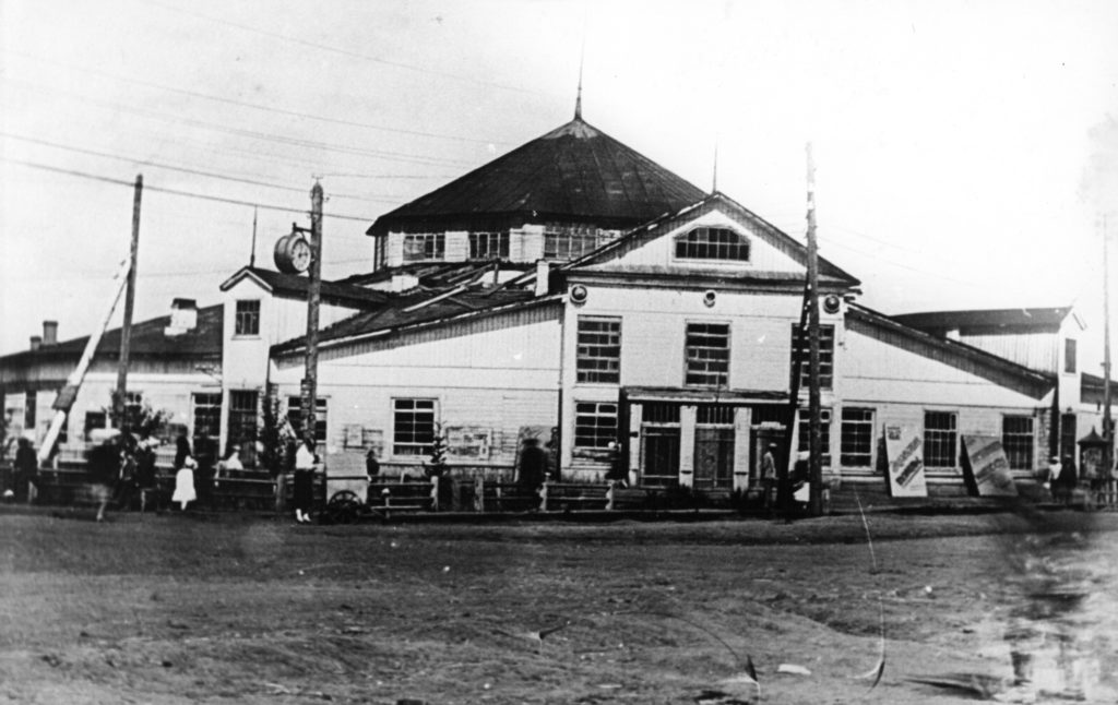 Кемеровский цирк на ул.Кирова, 1940-е годы.