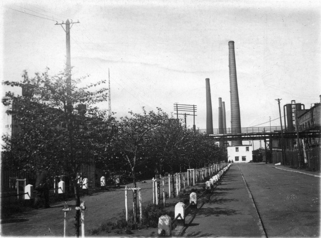 Вид главного подъезда на КХЗ, 1947 г.