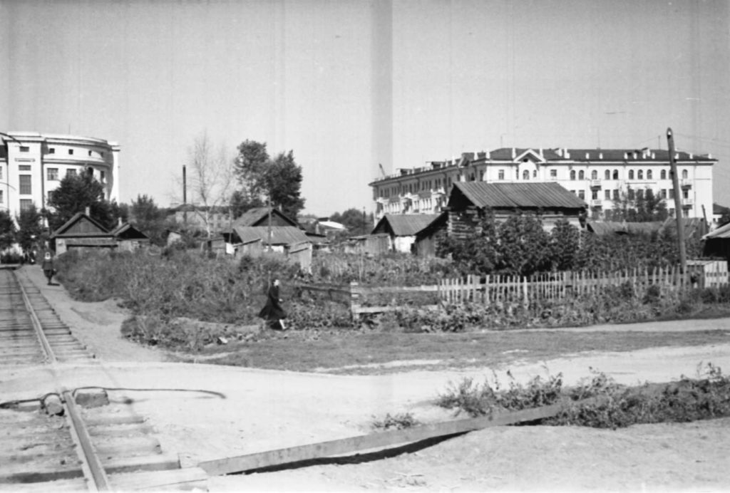 Улица Ленинградская (сейчас ул. Весенняя, в районе драматического театра), 1953 г.