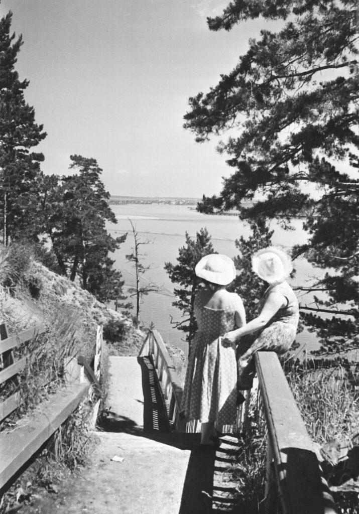 Вид на р. Томь в районе дачного поселка Журавли в окрестностях г. Кемерово, 1959 г.