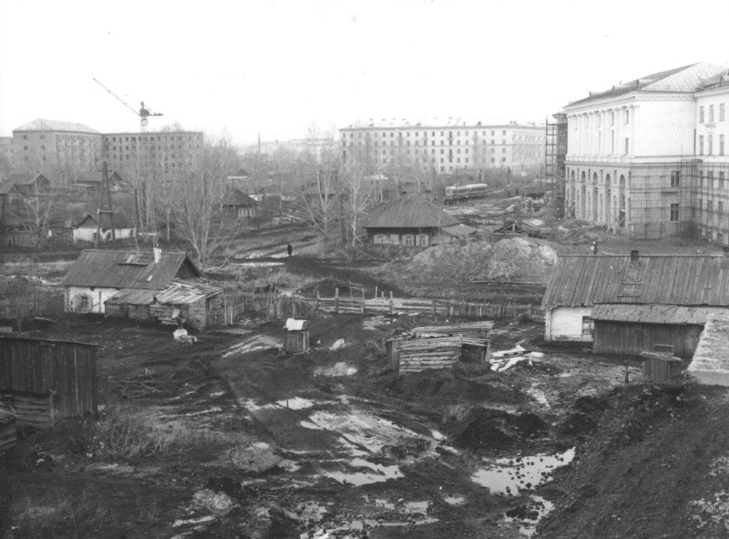 Частный сектор в районе строящегося здания Кузбасского политехнического института г. Кемерово, 1958 г.