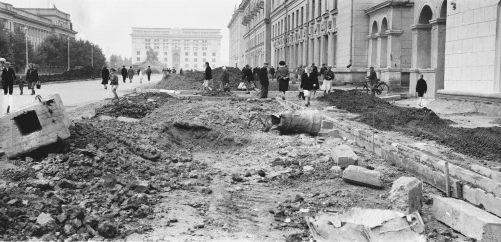 Идет благоустройство пр. Советского, 1957 г.