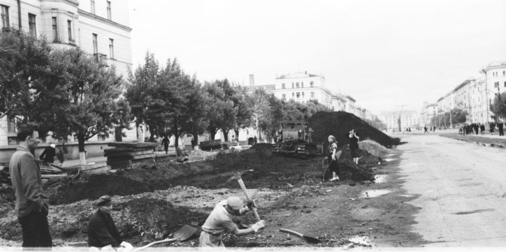 Идет благоустройство пр. Советского, 1959 г.