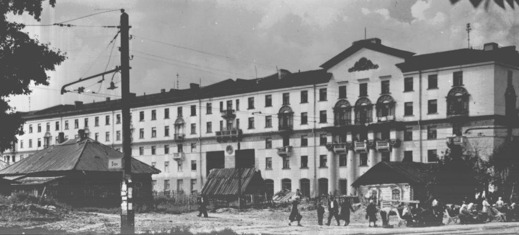 Улица Советская (сейчас пр. Советский, театральная площадь), не позднее 1957 г.