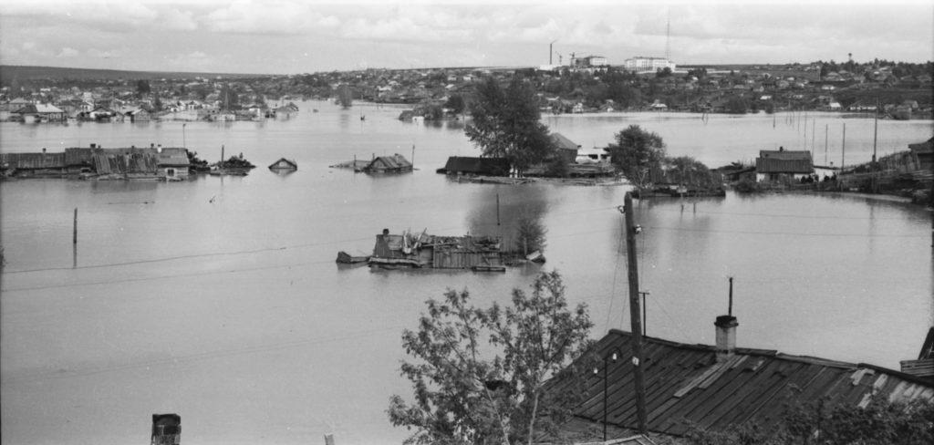 Улицы Заречные весной. Панорама Заискитимской части города, 1958 г.