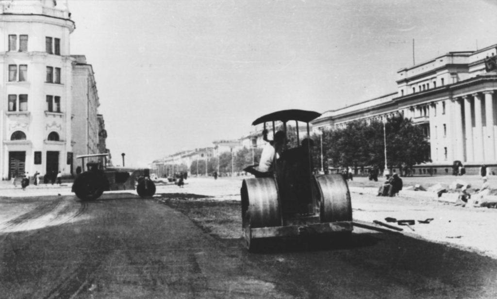Идет строительство пл. Советов, 1950-е годы.