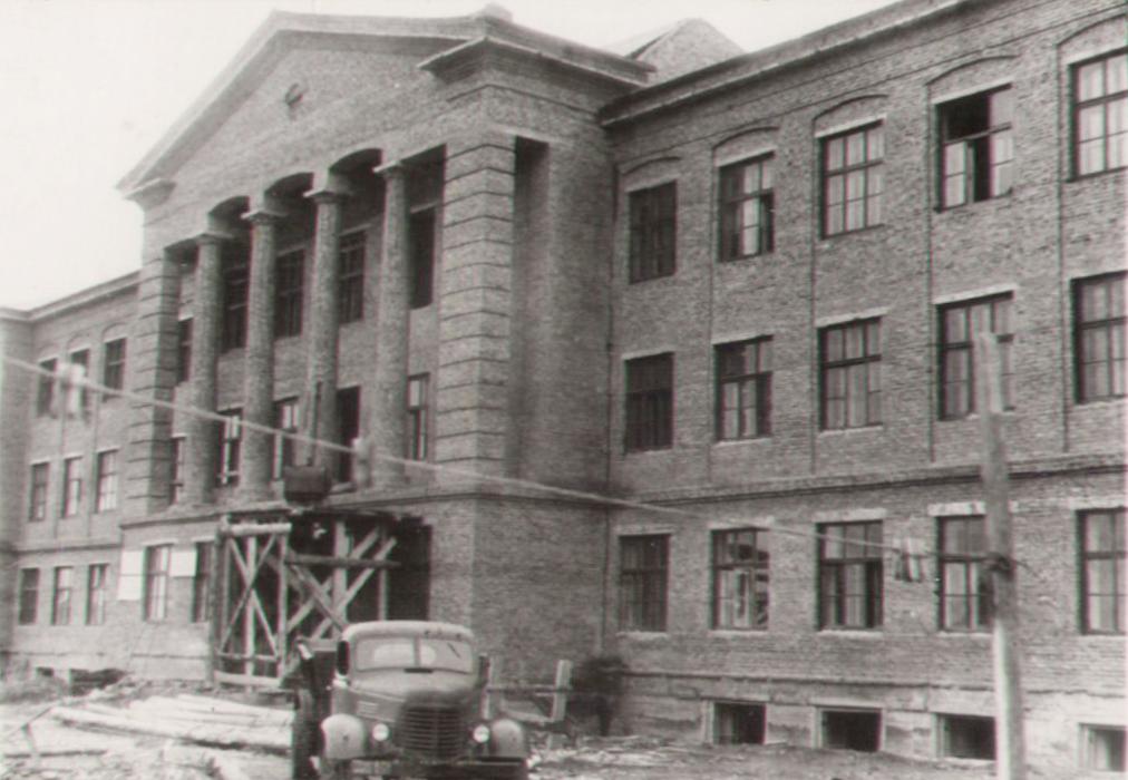 Строящийся химтехникум, 1955 г.