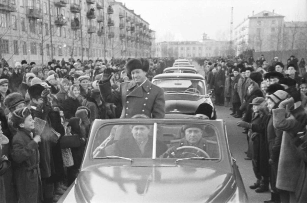 Кемеровчане встречают своего земляка космонавта Леонова, 1965 г.