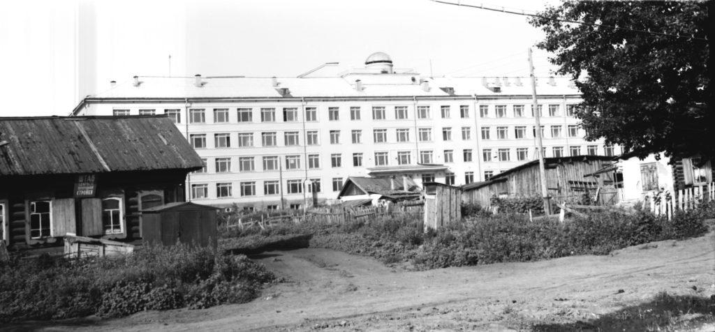 Общий вид здания Кемеровского пединститута (сейчас КемГУ), 1967 г.