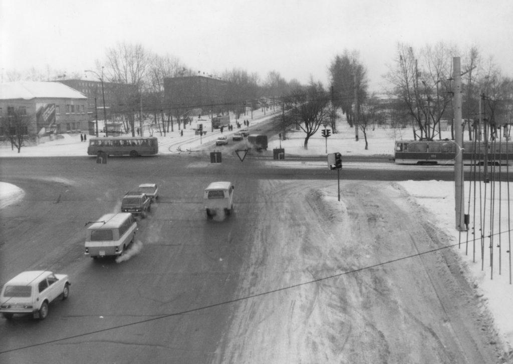 Пересечение пр. Ленина и ул. Тимирязева (сейчас ул. Соборная), 1970-е годы.
