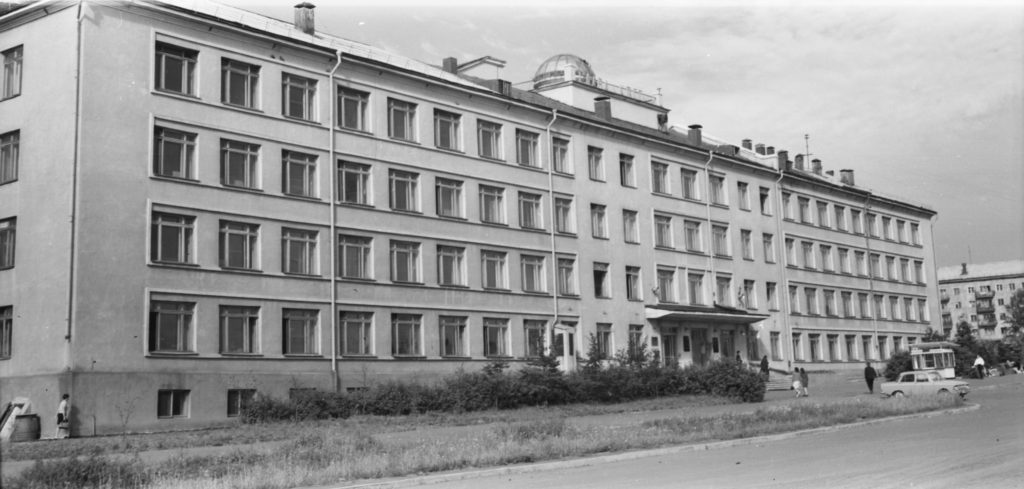 Здание главного корпуса Кемеровского университета, 1970-е годы.