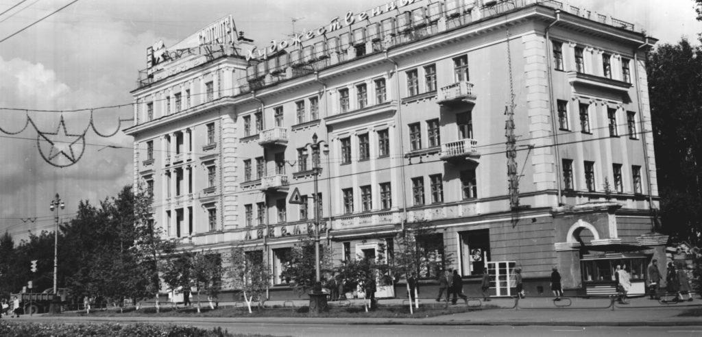 Проспект Советский (магазин Лакомка), 1977 г.