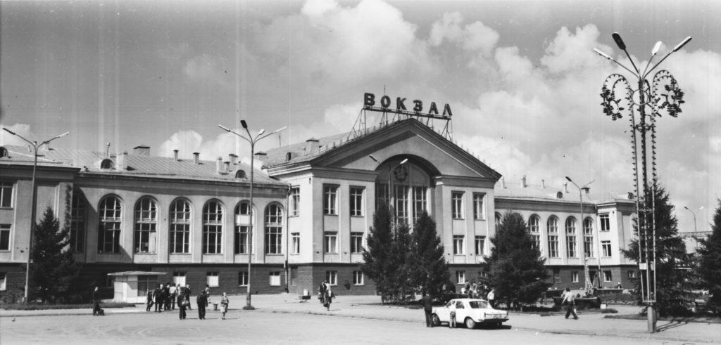 Общий вид железнодорожного вокзала, 1970-е годы.