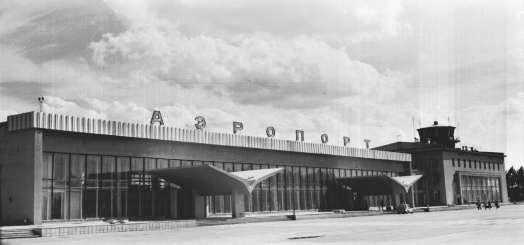 Внешний вид здания аэропорта, 1977 г.