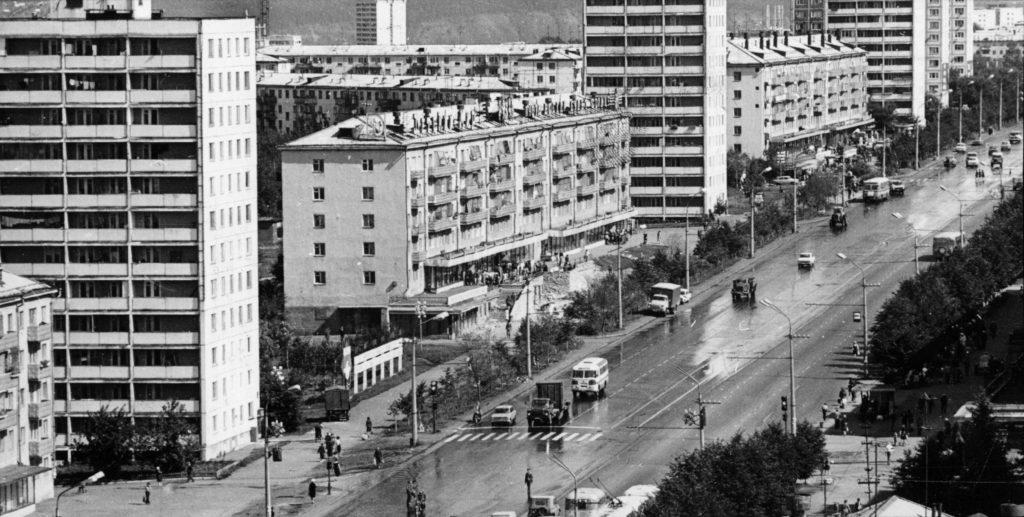 Проспект Ленина. Слева магазин Детский мир, 1986 г.
