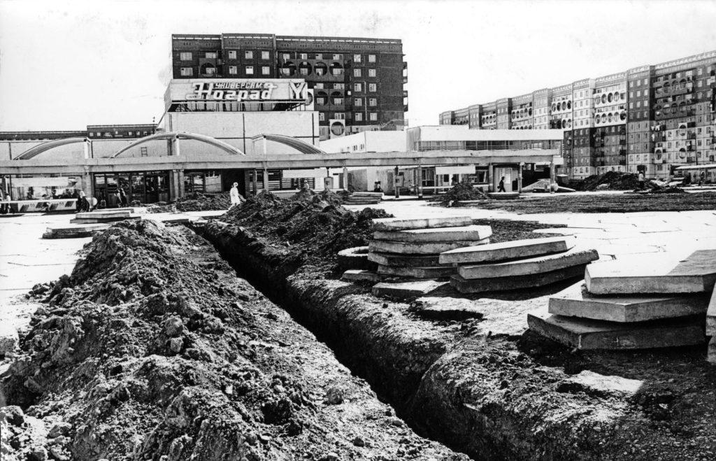 Универсам N4 Ноград на пр. Октябрьский в районе Шалготарьян, 1988 г.
