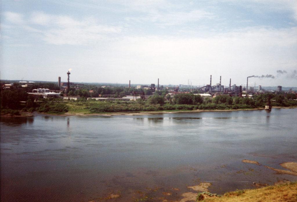 Вид на левый берег р.Томь. Панорама Кемеровского коксохимзавода, 1997 г.