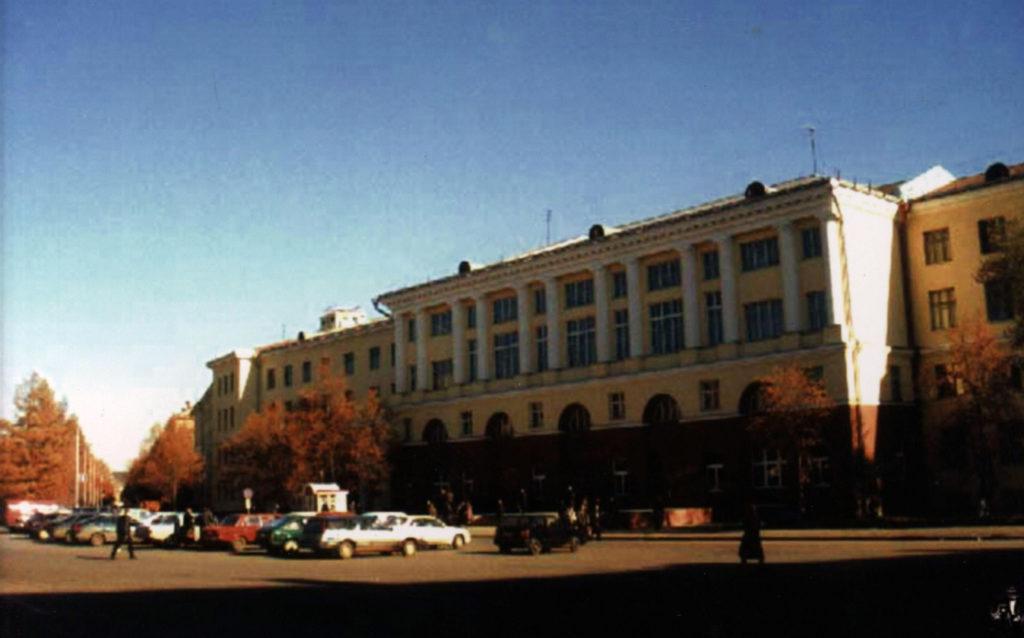 Главный корпус Кузбасского государственного технического университета на площади Волкова, 2003 г.