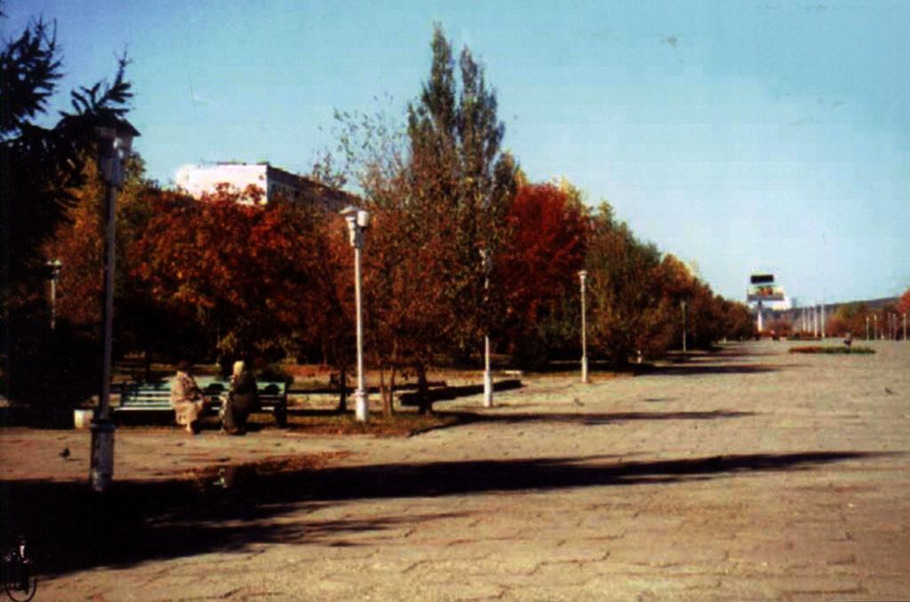 Бульвар Строителей. Вид от пр. Химиков на бульварное кольцо, 2003 г.